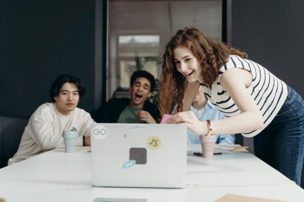 Collaborateurs épanouis en entreprises